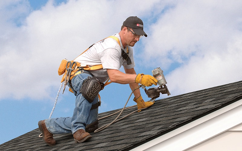 Ways to protect yourself before hiring a roofing contractor